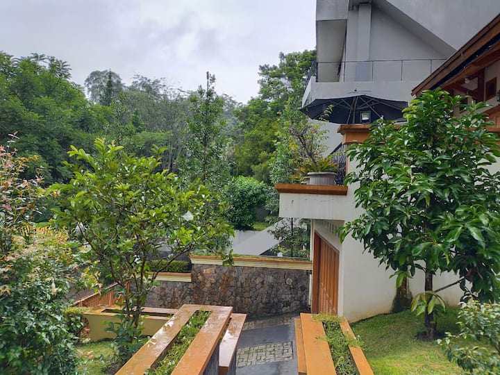 Chez 7 Bed rooms kampung daun resort Villa