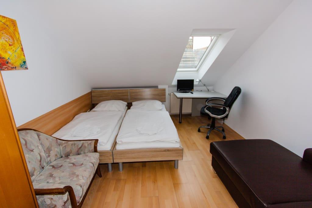 Schlafzimmer 1 / Bedroom1