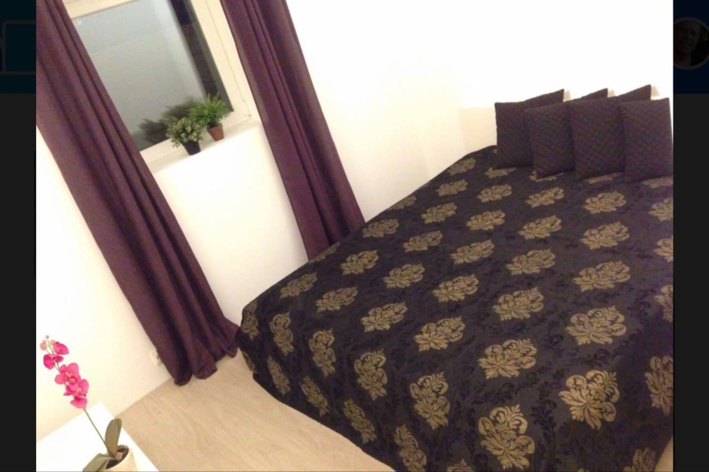 bedroom (bed 180 cm wide)