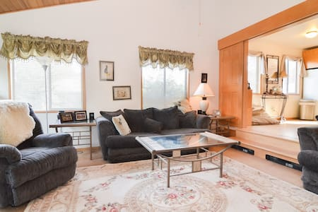 A quiet neighborhood that's close to the airport, the city, the mountains, and the Sound. A place where you can feel at home! A private room in a quiet neighborhood, in a home shared by a friendly, fun couple and a few cute pets. We have chickens!