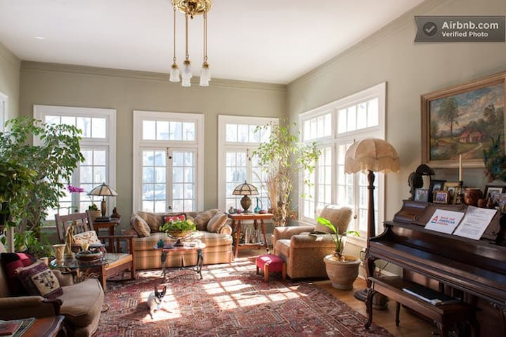 Historic Hinman House is Charming! - Evanston - Bed & Breakfast