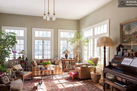 Historic Hinman House is Charming! - Evanston
