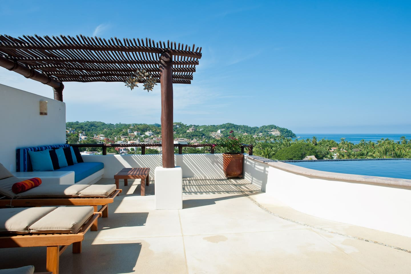 3BR, 3BA with rooftop infinity pool, lounge, palapa and panoramic ocean view