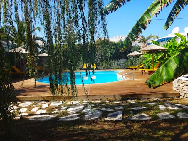 Βeautiful double rooms with pool in Parikia, Paros - Paros