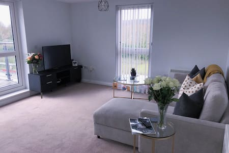 Modern two bed apartment in the heart of Bristol