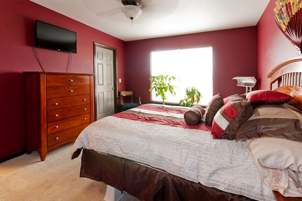 MASTER BEDROOM: Entertainment provided by a flat screen 32-inch TV with HDMI inputs and DirecTV.