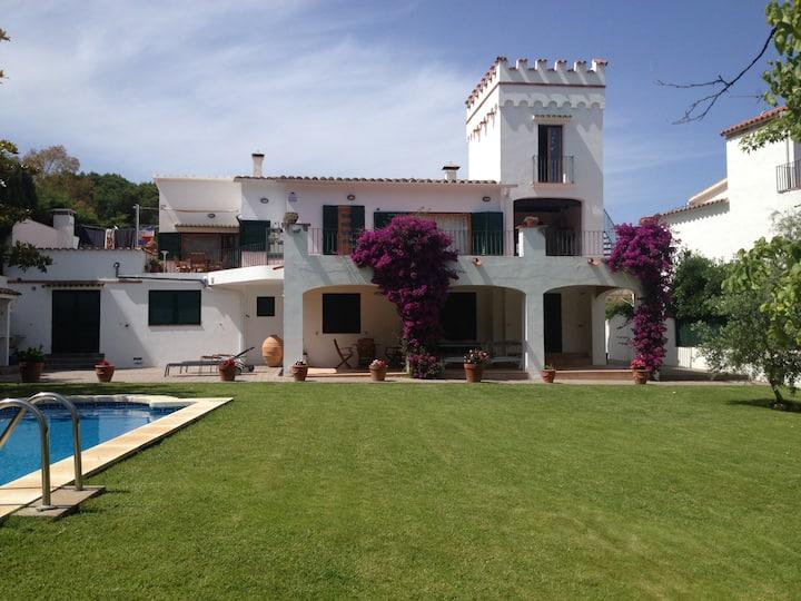 Casa en L'Escala, con todo lujo de detalles