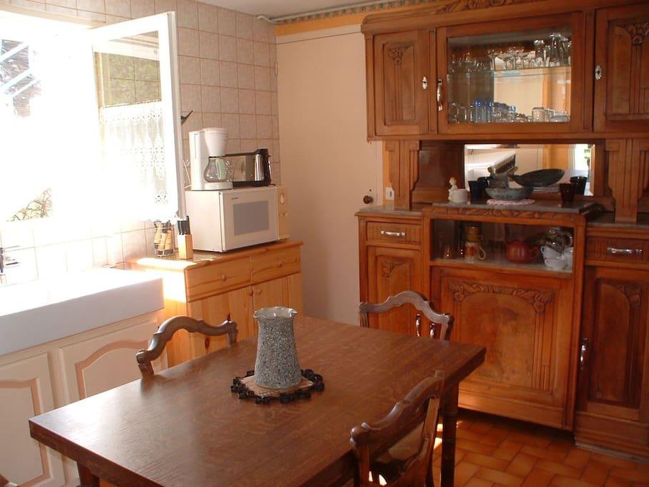 appartement meubl 2 pi ces en rez de jardin maisons louer la rochelle nouvelle. Black Bedroom Furniture Sets. Home Design Ideas