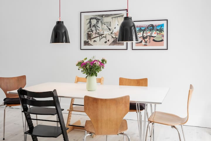 Dining table with high chairs
