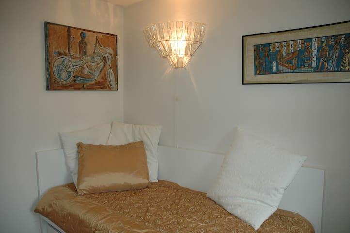 Nice room: breakfast+P+WiFi - Rijswijk - Dům