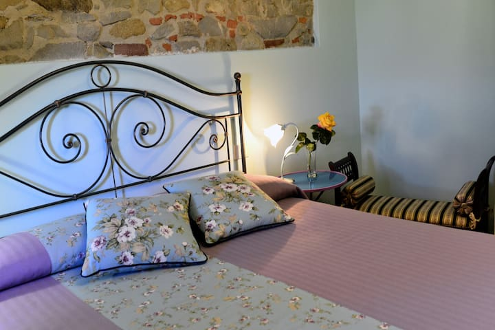 Double bedroom with massage bathroom-Isola Verde