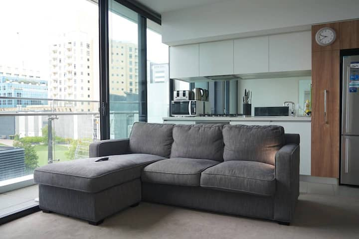 Trendy South Yarra 2 bedroom apartment with a view