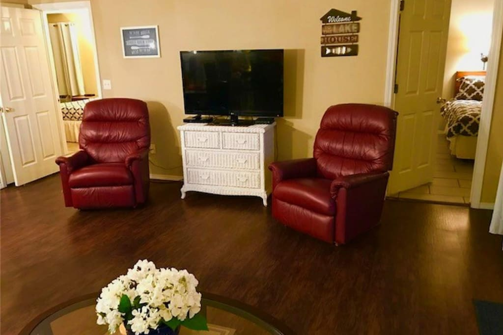 Living Room Area with Flat Screen and Ceiling Fan.