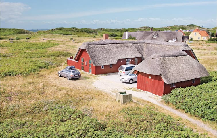 Holiday cottage with 4 bedrooms on 178 m² in Blåvand
