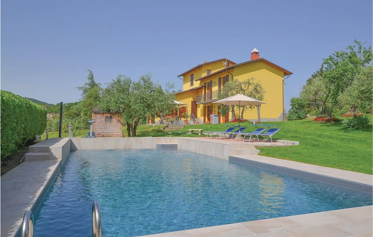Holiday cottage with 3 bedrooms on 184m² in Monterchi -AR-
