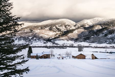 Steamboat Springs Ranch - Oak Creek - Hus