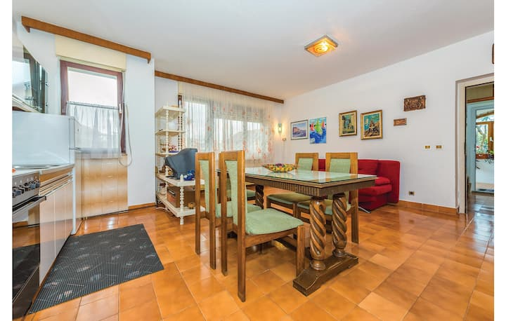 Stunning home in Tribunj with WiFi and 2 Bedrooms