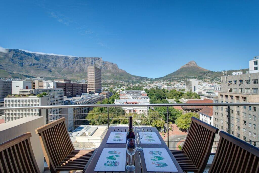 city chic meets table mountain apartments for rent in. Black Bedroom Furniture Sets. Home Design Ideas