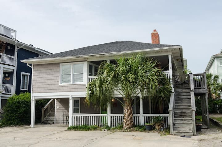 Williams (Lower Unit)-Classic family friendly oceanside duplex with wraparound porch