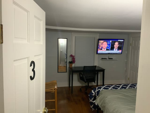 #3 Hotel-Like Private Room KING bed very near Yale