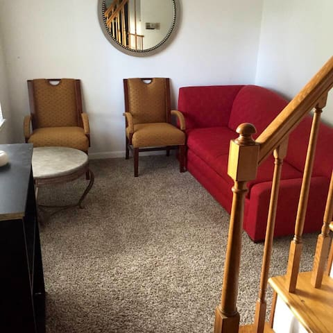 Cozy room close to airport and downtown detroit