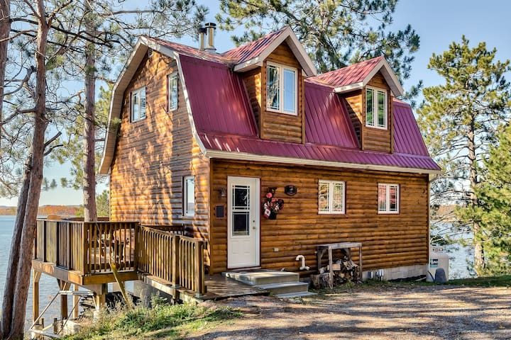 Lakefront Cottage Getaway - Golden Lake