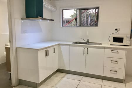 Garden City new 3 rooms Granny Flat - MacGregor - Talo