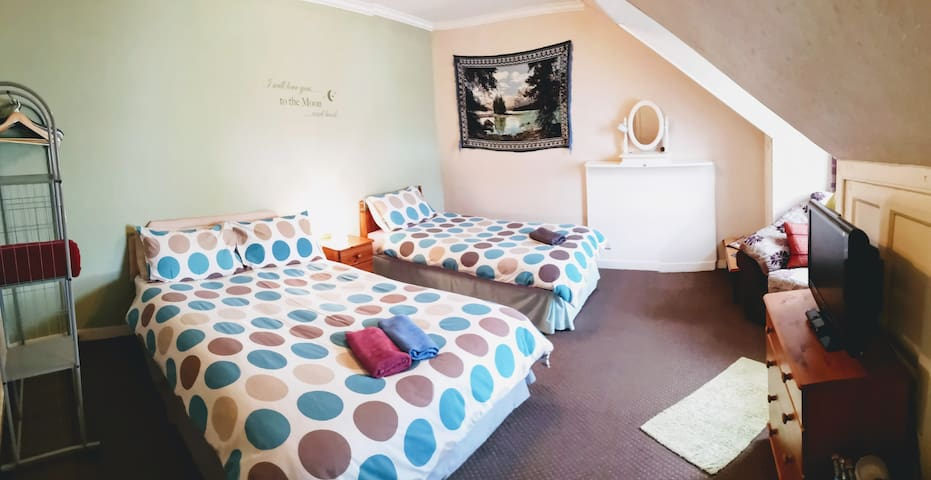 Twin attic room in good vibe guesthouse