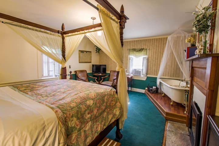 Buffalo Tavern Bed and Breakfast-Presidents Suite