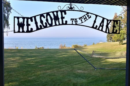 Lynne's Landing - a Peaceful Waterfront Retreat