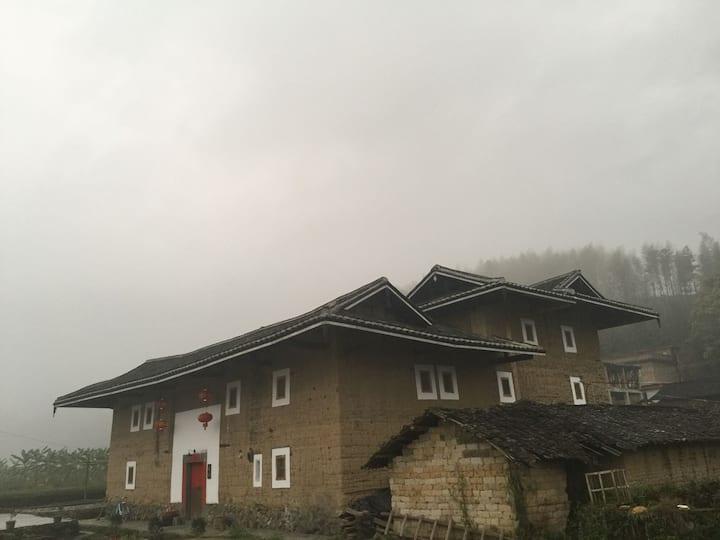 南靖梅林传统客家土楼私人会所,近云水谣。
