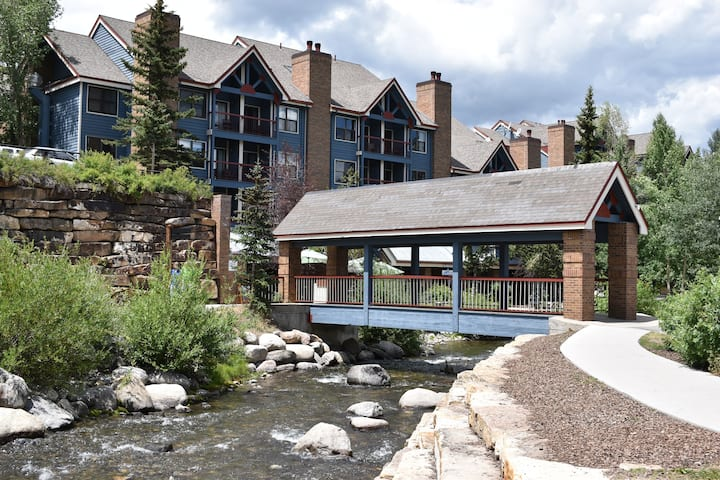 Downtown Mountain Condo on the Blue River