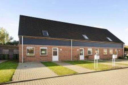 Et 5 værelses rækkehus i Odense NØ. - Odense