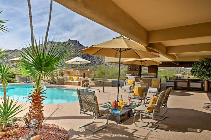 Walkable Carefree Casita w/On-site Pool & Jacuzzi!