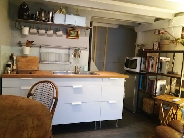 Fully-functioning kitchen, micro-oven, toater, kettle, coffee-machine