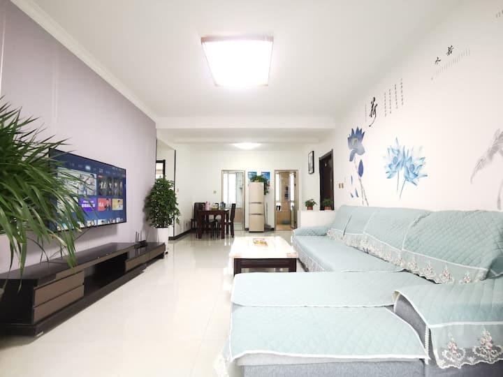 宝塔山下往来居三室免费停车6-8人麻将房24小时暖气 包车接机