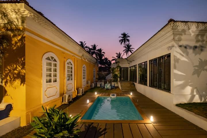 5 Room Portuguese Villa Amidst Lush Greenery