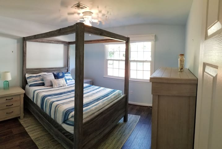 Quiet & private room minutes from Dulles Airport
