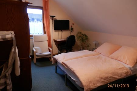 Quiet location, by the City - Cologne - Bed & Breakfast