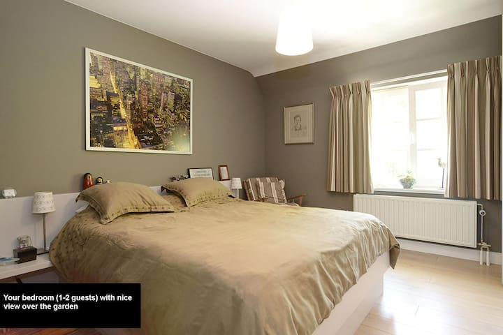 Charming bedroom for two + bathroom - Tremelo - Villa