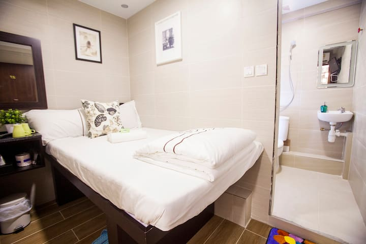 Double Room with Private Bathroom E2