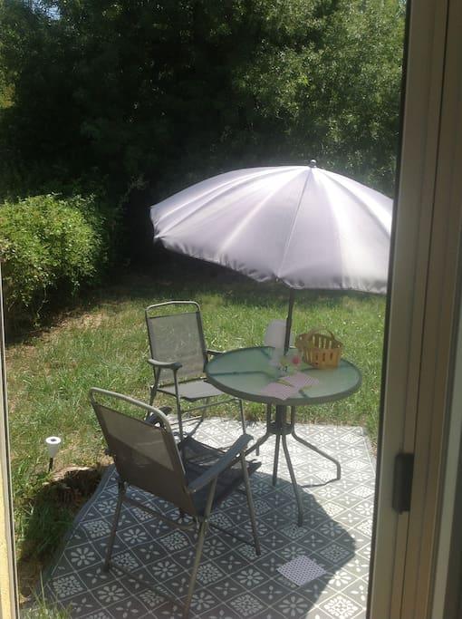 La petite table pour Pti déjs ou autres repas dehors...