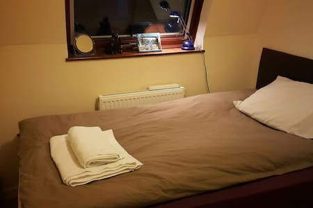 Beautiful bedroom at city centre - Slough  - 公寓