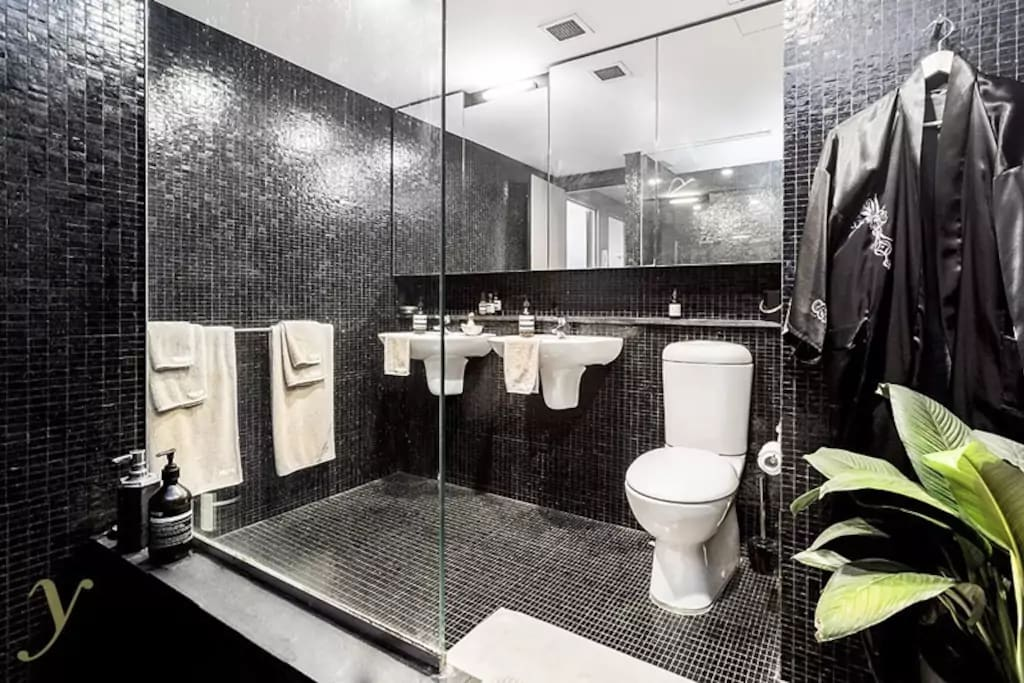 Master bathroom with double vanity, monsoon shower and roman bath