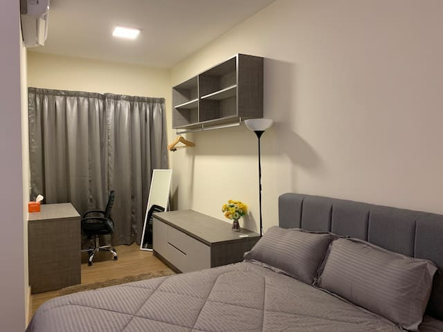 Luxury studio with Direct-link to MRT station