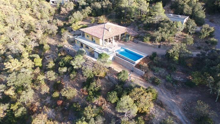 Villa avec piscine au coeur des collines du Var