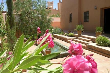 Kasbah-garden B&B, desert & flowers