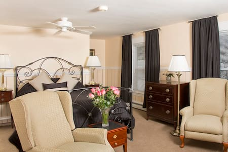Glynn House: Adams Deluxe Suite - Bed & Breakfast