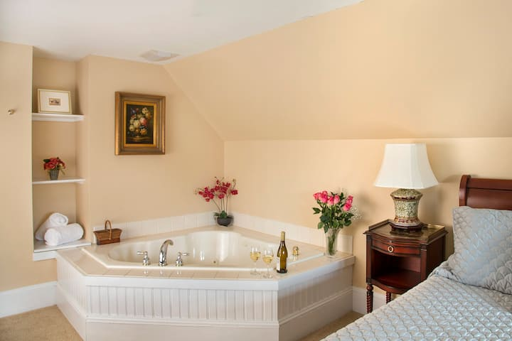 Jefferson Suite: White Mountains Luxury