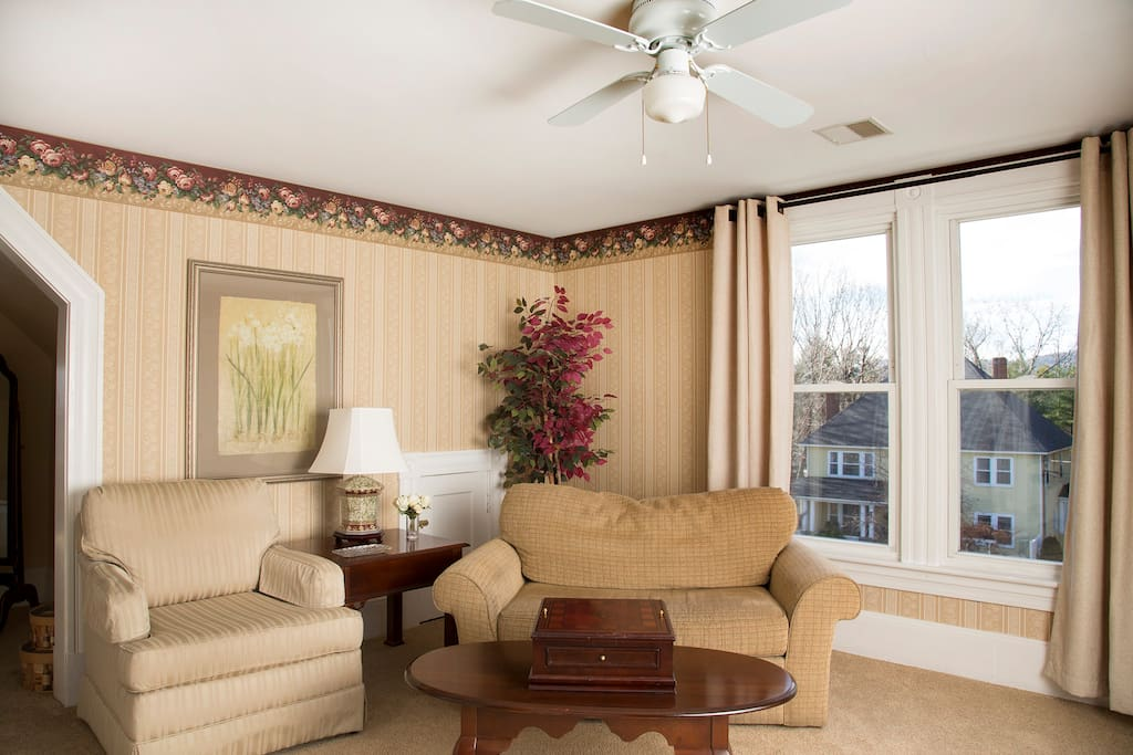Jefferson Deluxe Suite - elegant sitting room
